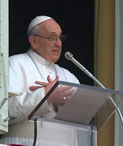 El Papa en el Ángelus: los jóvenes no siguen al Papa, siguen a Jesucristo, llevando su Cruz
