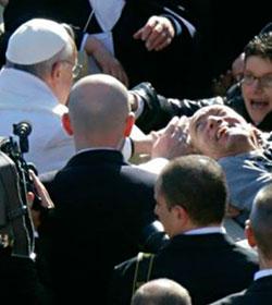 Papa Francisco: «Sólo el que sirve con amor sabe custodiar»