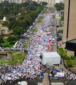 Más de cien mil personas marcharon por la vida y contra el aborto en Lima