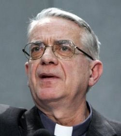 El P. Lombardi llama a no alimentar alarmismos ante un posible atentado contra el Papa