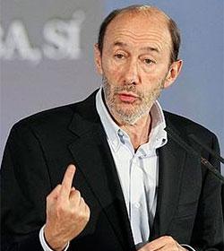 Rubalcaba asegura que el PSOE volverá a la actual ley del aborto en cuanto gobierne