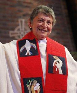 La ex-carmelita Rosemarie Smead se enfrenta a la excomunión al participar en una farsa de ordenación sacerdotal