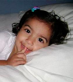 La policía custodia a una niña en coma para que no desconecten su respirador