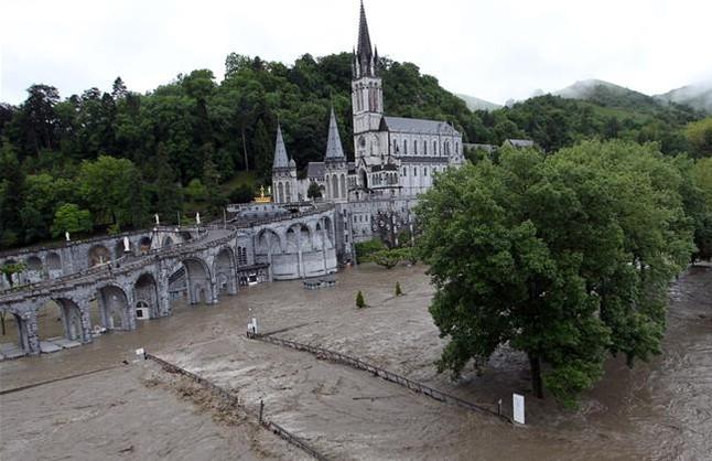 La Iglesia confía en poder reabrir pronto el Santuario de Lourdes tras las últimas inundaciones