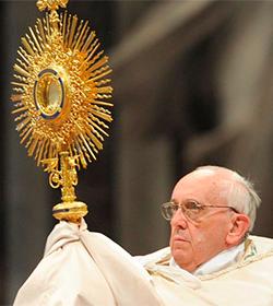 El Papa Francisco presidió la hora de Adoración Eucarística mundial