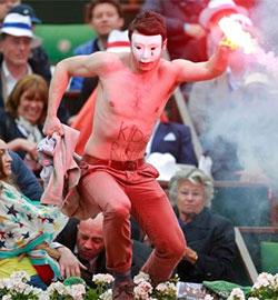 Las protestas contra el matrimonio gay irrumpen en Roland Garros