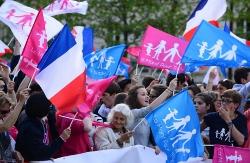 Profesionales por la Ética convoca una sentada pacífica ante la embajada de Francia en España
