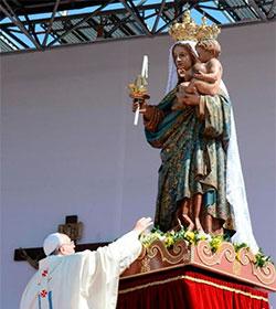 El papa Francisco critica a quien alardea de ayudar a los pobres