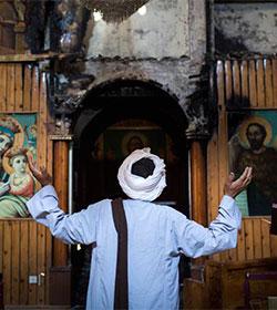 Egipto: escuelas, iglesias y orfanatos quemados para borrar todo rastro de presencia cristiana