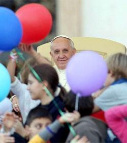 El Papa dice que la familia que vive la fe es «sal de la tierra»