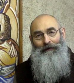 El prior de un monasterio, ex-maestro de Yoga formado en la India, advierte: «No hay Yoga Cristiano»