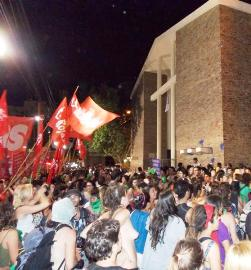 Argentina: Abortistas «autoconvocadas» agreden a católicos frente a la Catedral de San Juan de Cuyo