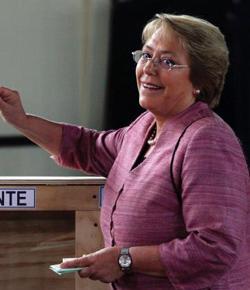 Bachelet disputará con Matthei la segunda vuelta en Chile