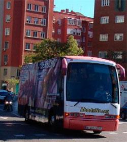 Un autobús recorre Madrid mostrando la realidad del aborto