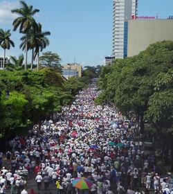 Miles de católicos caminan «por la vida y la familia» en Costa Rica