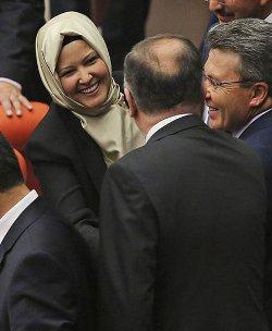 Tras permitir el uso del velo, el parlamento turco debatirá si las diputadas pueden usar pantalones
