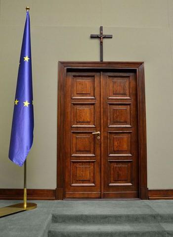 Polonia: la justicia dictamina que no se debe retirar el crucifijo del Parlamento