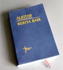 Malasia: confiscan trescientas Biblia y detienen a dos líderes cristianos por el uso de la palabra Allah