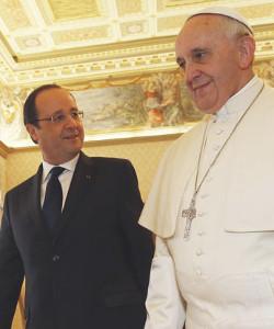 El Papa habla con el presidente francés de asuntos de bioética y familia