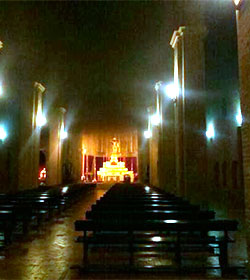 Prenden fuego a la puerta de la iglesia de Santa Marina de Sevilla