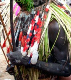 Los fieles de Tomás, misionero en Papúa Nueva Guinea, al borde de la muerte, perdonan a sus asesinos