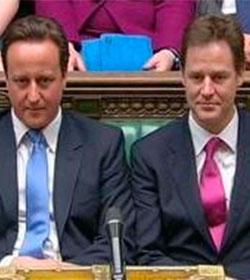 Clegg pide a la Reina Isabel que deje de ser la jefa de la Iglesia de Inglaterra y Cameron rechaza la propuesta