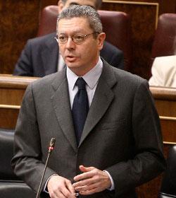 Medios españoles aseguran que Gallardón dimitirá si se retira finalmente su reforma de la ley del aborto