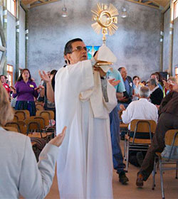 Mons. Goic nombra exorcista en su diócesis, primero, formalmente designado que se conoce en Chile