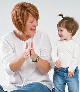 España: el ochenta y dos por ciento de los niños menores de tres años son cuidados por sus madres