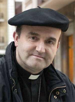 Mons. Munilla critica abiertamente al psiquiatra Luis Rojas Marcos por defender el suicidio