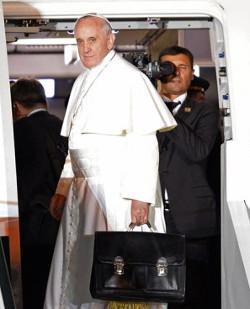 El P. Lombardi confirma que el Papa pasará por Cuba cuando visite EE.UU