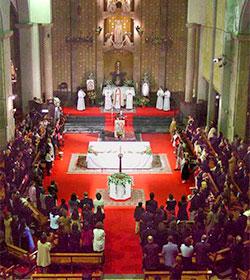 El Vaticano respalda que las comunidades del Camino Neocatecumenal celebren la Eucaristía dominical y la Vigilia Pascual según sus Estatutos
