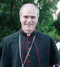 Monseñor Felipe Bacarreza demanda «coherencia» con la fe y advierte «engaño» del gobierno chileno