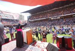Cientos de fieles católicos del Camino Neocatecumenal se levantan en Valencia para ir a evangelizar Asia