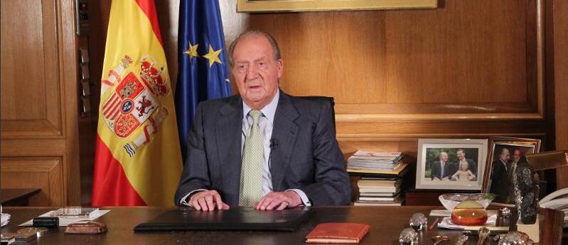 El Rey de España abdica