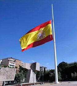 El Ministerio de Defensa de España apoya que la bandera ondee a media asta en Semana Santa porque ya es una tradición en los cuarteles
