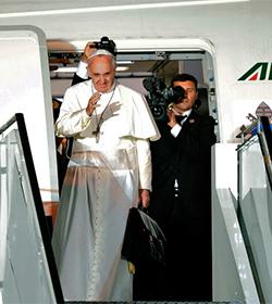 Papa Francisco visita Albania por los mártires y el diálogo