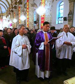 En China, el Partido advierte: los comunistas chinos no deben seguir ninguna religión