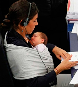 Profesionales por la Ética denuncia en el Foro Pekin+20 de Naciones Unidas la penalización por maternidad