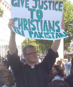 Detienen a otro cristiano en Pakistán por blasfemia escrita supuestamente en su blog