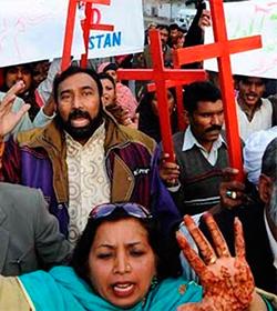Matrimonio asesinado en Pakistán: cientos de personas piden justicia y el fin de la ley de blasfemia