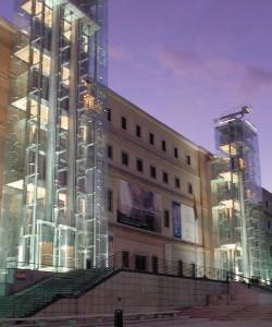 Museo Reina Sofía: «Los obispos ríen contentos y guardan las armas en sus conventos»