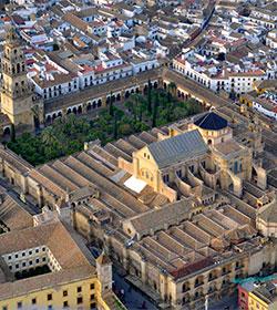 Un estudio dice que la Junta no es competente para reclamar la Catedral de Córdoba