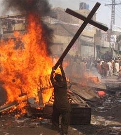 Otra falsa denuncia de blasfemia contra once cristianos en Pakistán