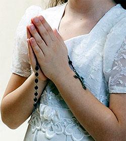 Autorizan a un padre a celebrar la primera comunión de su hija pese a la oposición de la madre