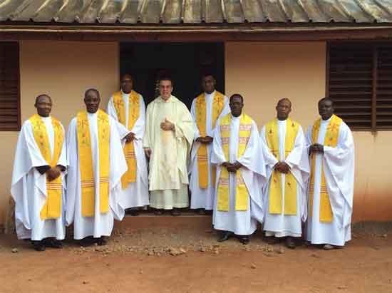 El P. Fernando Domingues asegura que en África «la figura el sacerdote es un ideal que atrae»