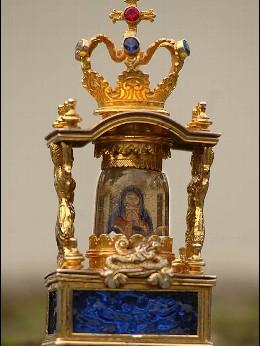 La Iglesia valora la posibilidad de hacer una réplica de la imagen de la Virgen de Cristal