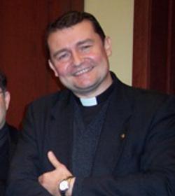 P. Custodio Ballester: «Quieren cerrar mi parroquia y prohibir las procesiones católicas»
