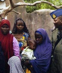 El ejército de Nigeria libera a otras 234 mujeres y niñas secuestrados por Boko Haram