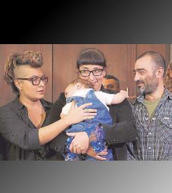 Argentina acepta registrar a un bebé con tres padres